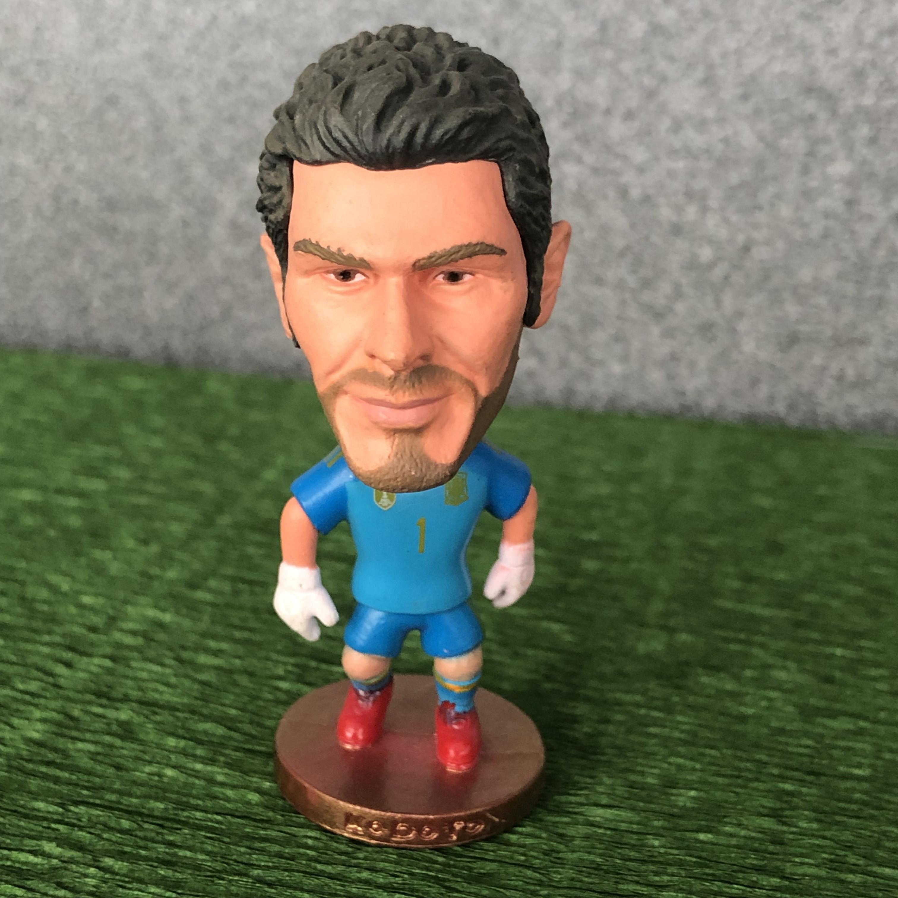 Фигурка звезды мирового футбола икер касильяс